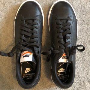Women's Nike blazer low